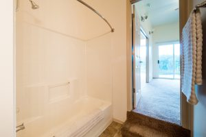 Willamette Landing Bathroom 1